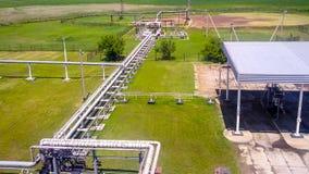 Gloed voor het flakkeren van bijbehorend gas Het eindpunt van het systeem van de drukhulp op de oliefaciliteit royalty-vrije stock afbeelding