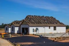 Gloednieuw Huis in aanbouw stock foto's