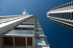 Gloednieuwe flats en de bureaubouw. Stock Fotografie