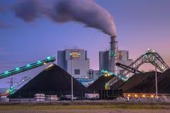 Gloednieuwe steenkool aangedreven installatie in Eemshaven royalty-vrije stock afbeelding