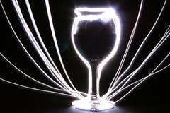 Gloeiende drinkbeker met stralen stock afbeeldingen