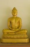 Gloeiende gouden Boedha in watkhaoruak Phichit, Thailand Stock Afbeelding