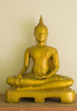 Gloeiende gouden Boedha in watkhaoruak Phichit, Thailand Royalty-vrije Stock Afbeeldingen