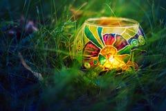 Gloeiende magische lamp Stock Afbeeldingen