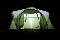 Gloeiende Tent bij Nacht Stock Fotografie