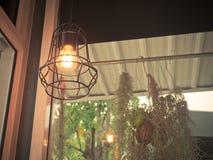Gloeilamp en de lamp van Edison de in moderne stijl De warme lamp van de toon gloeilamp Stock Foto's