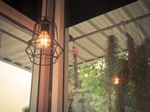 Gloeilamp en de lamp van Edison de in moderne stijl De warme lamp van de toon gloeilamp Royalty-vrije Stock Afbeelding