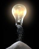 Gloeilamp en zoute schudbeker stock afbeeldingen