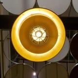 Gloeilamp van het hangen van lamp stock afbeeldingen