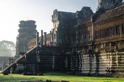 Gloire de matin - jour d'étapes de début de la matinée d'Angkor Vat Photographie stock