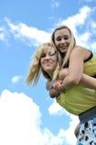 Glomps jovenes del adolescente ella Imagenes de archivo