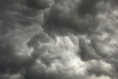 Gloomy sky preceding storm with dark clouds Royalty Free Stock Photos