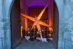 Glorenza/Glurns södra Tyrol, Italien, 2016 - 12 10: julsta royaltyfri fotografi