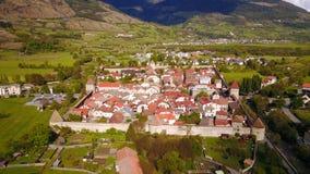 Glorenza w Południowym Tyrol od above zdjęcie stock