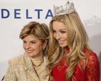 Gloria Allred och Kira Kazantsev royaltyfria bilder
