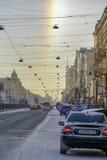 Gloria för naturligt fenomen som är synlig på gatorna på en frostig dag Januari 5, 2017 arkivfoton