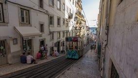 Gloria Funicular Elevador da Gloria en la ciudad del timelapse de Lisboa, Portugal almacen de video