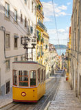 Gloria funicular, Portugal de Lisboa Imagenes de archivo
