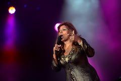 Gloria Gaynor que se realiza en el festival de la salida Imagenes de archivo