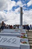 Gloriemonument in Overwinningspark van de stad van Saratov stock afbeelding