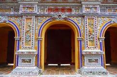 Glorierijke poort bij citadel in Tint, Vietnam stock fotografie