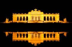 Gloriette反射在维也纳 图库摄影
