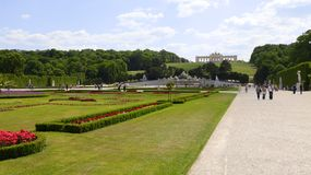 Gloriette i den Schonbrunn slottträdgården royaltyfria bilder