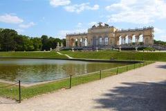 Gloriette i den Schonbrunn slottträdgården arkivfoto