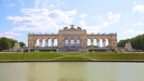 Gloriette i den Schonbrunn slottträdgården fotografering för bildbyråer