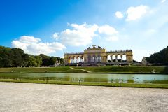 Gloriette Schonbrunn slott i Wien Fotografering för Bildbyråer