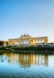 Gloriette Schonbrunn в Вене на заходе солнца Стоковая Фотография