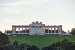 Gloriette Schonbrunn在日落的维也纳 库存照片