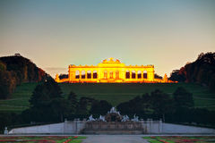 Gloriette Schonbrunn在日落的维也纳 免版税库存图片