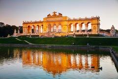 Gloriette Schonbrunn在日落的维也纳 免版税图库摄影
