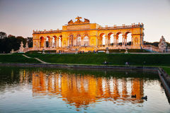 Gloriette Schonbrunn em Viena no por do sol Fotografia de Stock Royalty Free