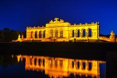 Gloriette Schonbrunn en Viena en la puesta del sol Foto de archivo libre de regalías