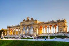Gloriette Schonbrunn i Wien på solnedgången Arkivfoto