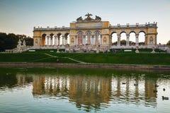 Gloriette Schonbrunn i Wien på solnedgången Royaltyfri Fotografi