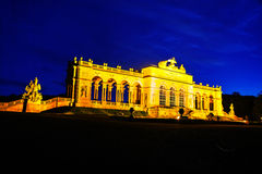 Gloriette Schonbrunn i Wien på solnedgången Royaltyfri Foto