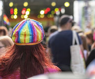 Glorifiez le chapeau plat de paillette d'arc-en-ciel de festival de 19 LGBT Image libre de droits
