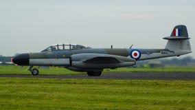 Gloster meteor som utför på en Airshow Royaltyfria Bilder