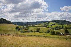 Gloucestershire-Landschaft unter der Cotswold-steilen Böschung nahe Dursley, Großbritannien Lizenzfreie Stockfotografie
