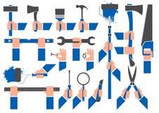 Gloved handen die hulpmiddelen houden Stock Afbeeldingen