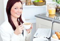 Glowing businesswoman drinking coffee and smiling Royalty Free Stock Photo