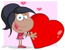 Χαριτωμένο μαύρο glrl που κρατά μια κόκκινη καρδιά βαλεντίνων Στοκ Φωτογραφίες
