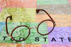 Gläser auf einer Karte von USA - Colorado Stockfoto