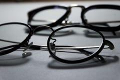 Gläser über weißem Hintergrund Lizenzfreies Stockfoto