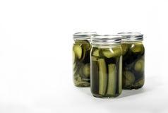 Gläser selbst gemachte Essiggurken Stockfotografie
