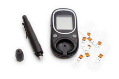 Glucometer和注射器糖糖尿病监视的与被隔绝的拷贝空间 免版税库存图片