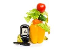 Glucometer świeże owoc, pojęcie dla cukrzyc, odchudzanie, zdrowy odżywianie i pokrzepiająca odporność, fotografia royalty free